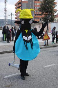 Un'immagine tratta da un Carnevale di Carbonia con la maschera simbolo della città mineraria.