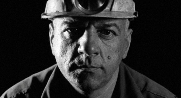Good Luck, primo piano di un minatore.